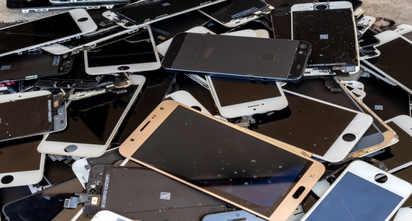 Smartphone bekas sebagai limbah B3